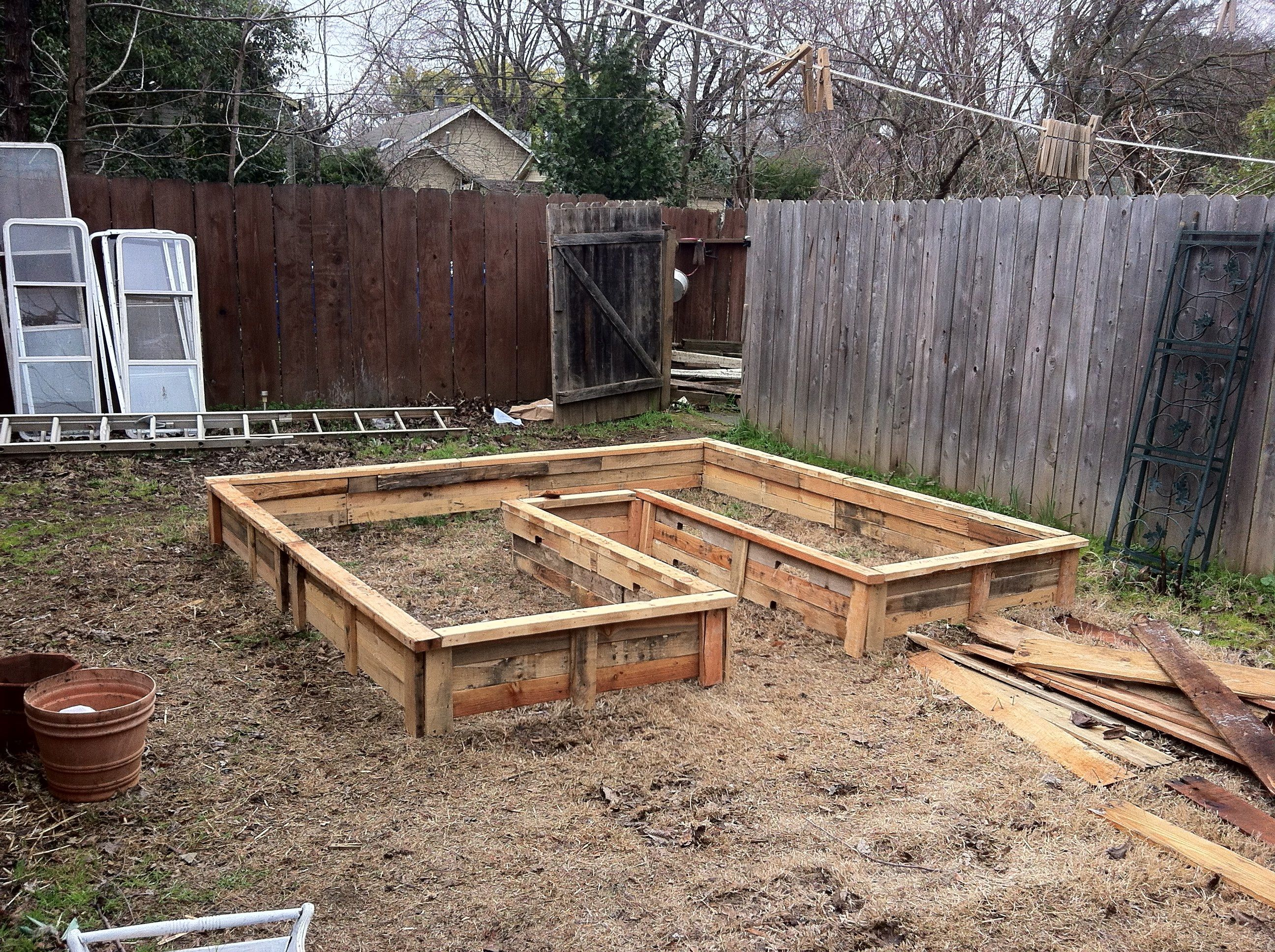 how to build a raised garden bed with legs from pallets