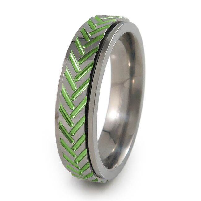 Fid spinner titanium ring with Chevrons pattern The carvings in