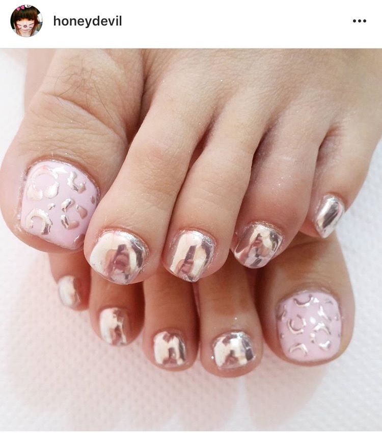 chrome leopard print toe nails