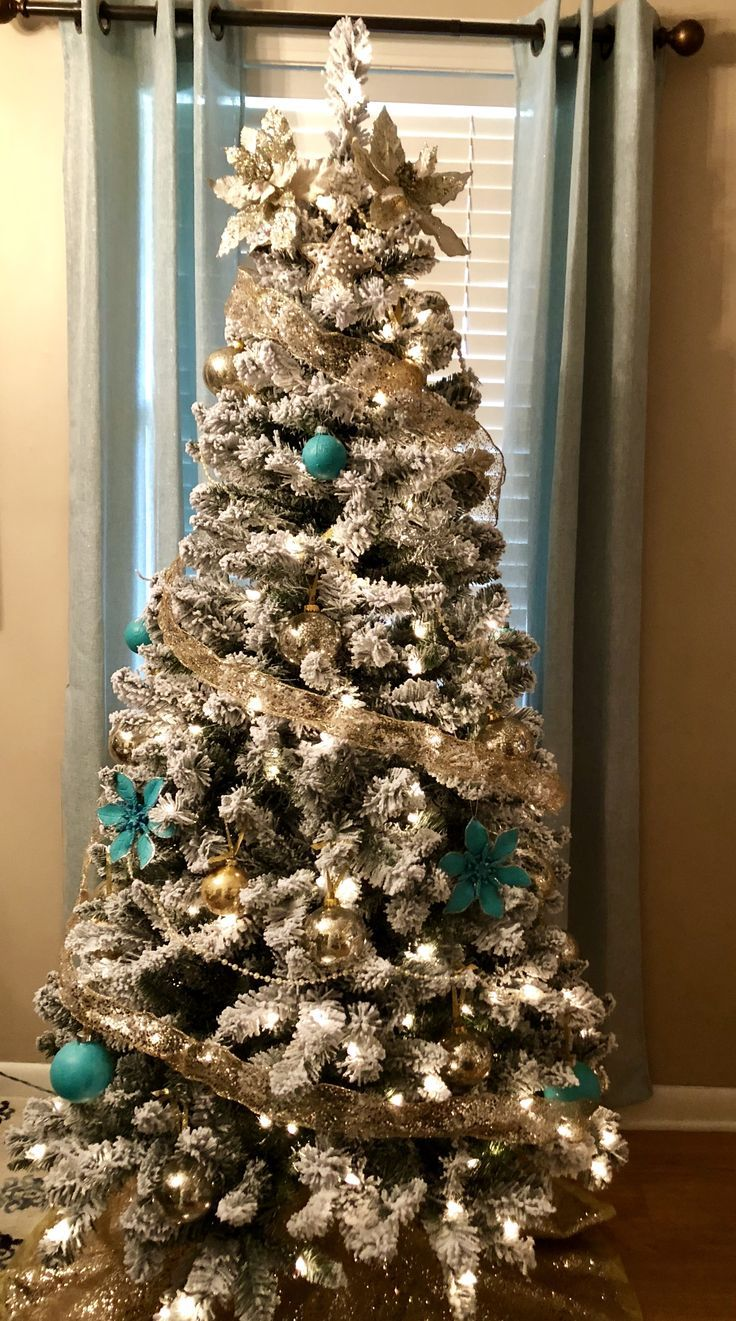 ️ 🎄 ️ Had fun choosing colors to decorate Flocked Tree