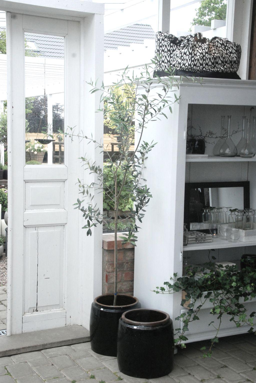 EnklaTing är en livsstilsbutik som säljer inredning kläder & accessoarer. Vi erbjuder även vackra detaljer till utemiljön och homestyling & trädgårds design