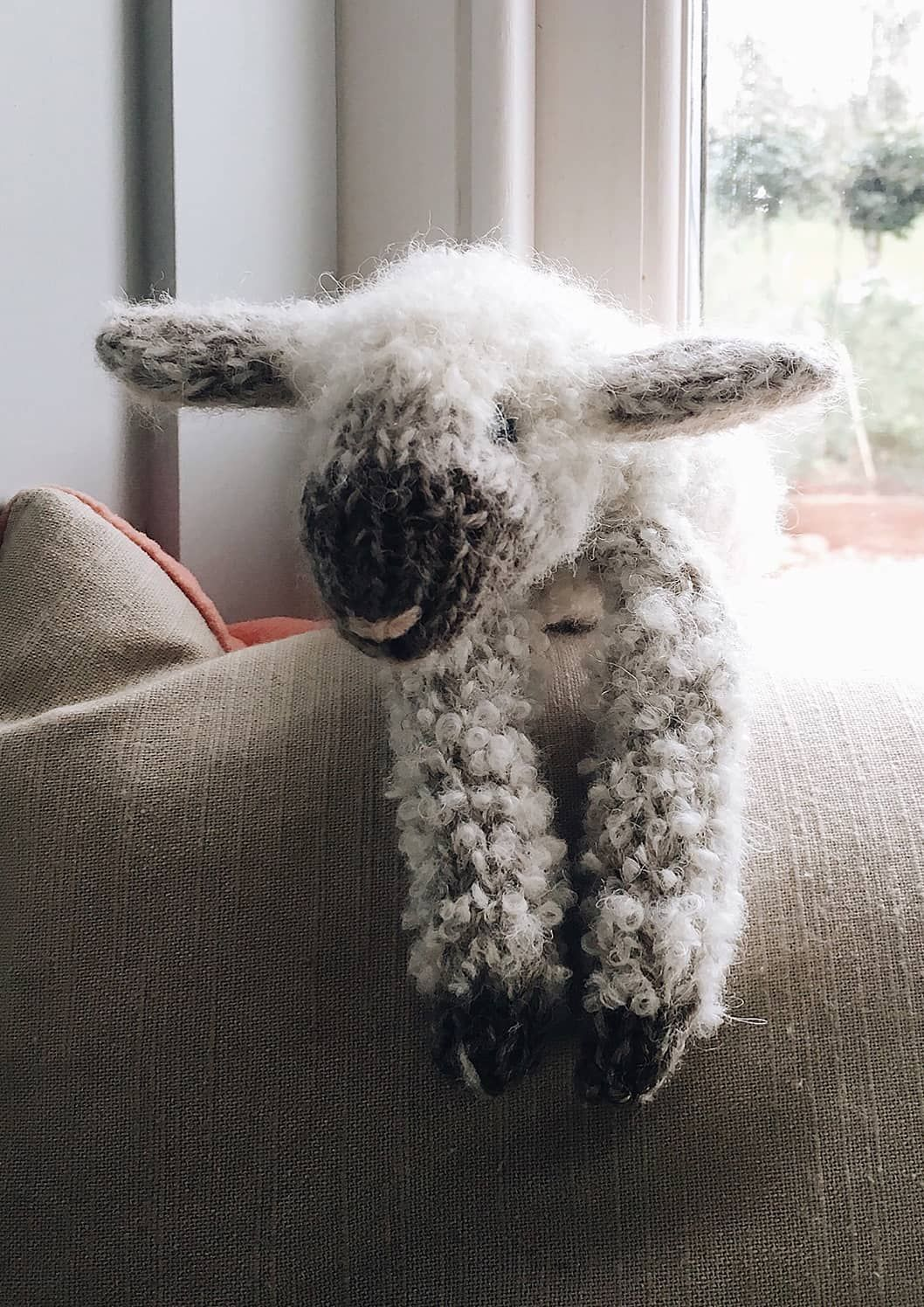 How to knit a lamb - free pattern and step by step tutorial - From Britain with Love #knittedtoys