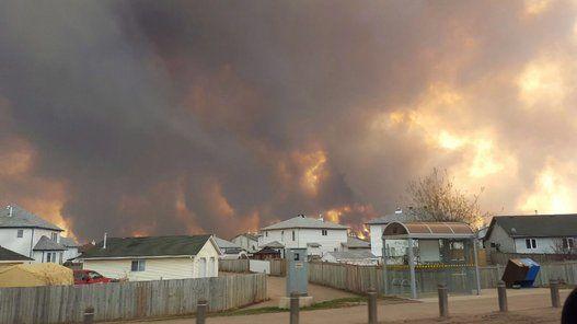 Feux de forêt à Fort McMurray: évacuation et images spectaculaires (VIDÉO/PHOTOS)