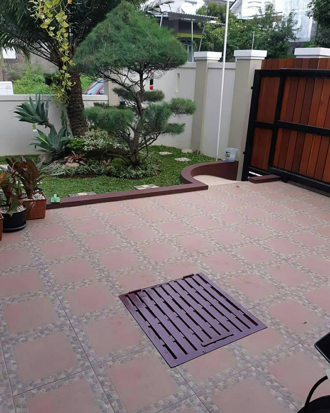 Taman Minimalis On Instagram Inspirasi Carport Dan Taman Minimalis Di Rumahnya Rumahrani S Minimalist House Design Garden Deco Home Building Design