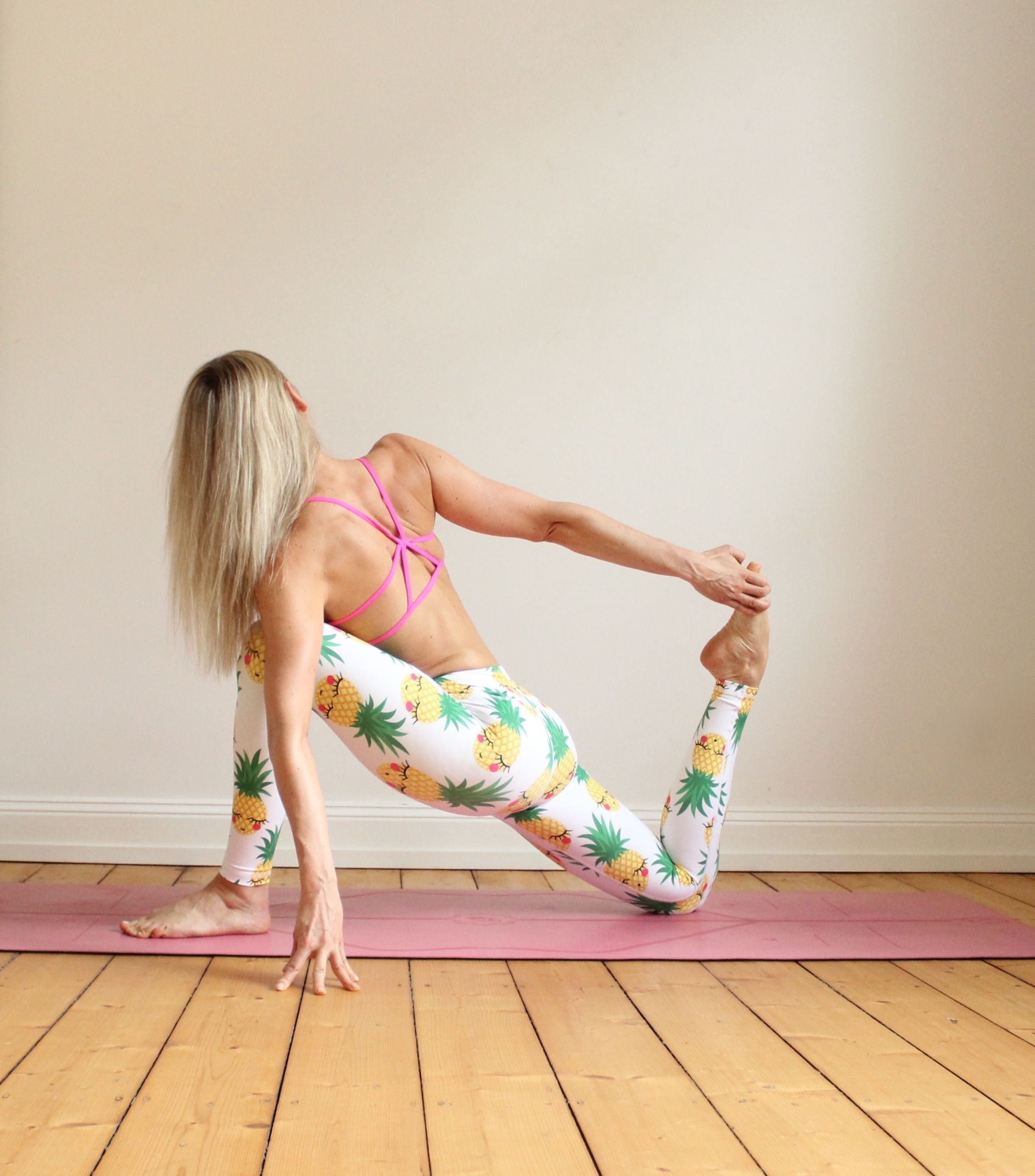 Love Fitness Pineapple Leggings: 27% Spandex 73% PolyesterVery Stretchable With GussetQuick