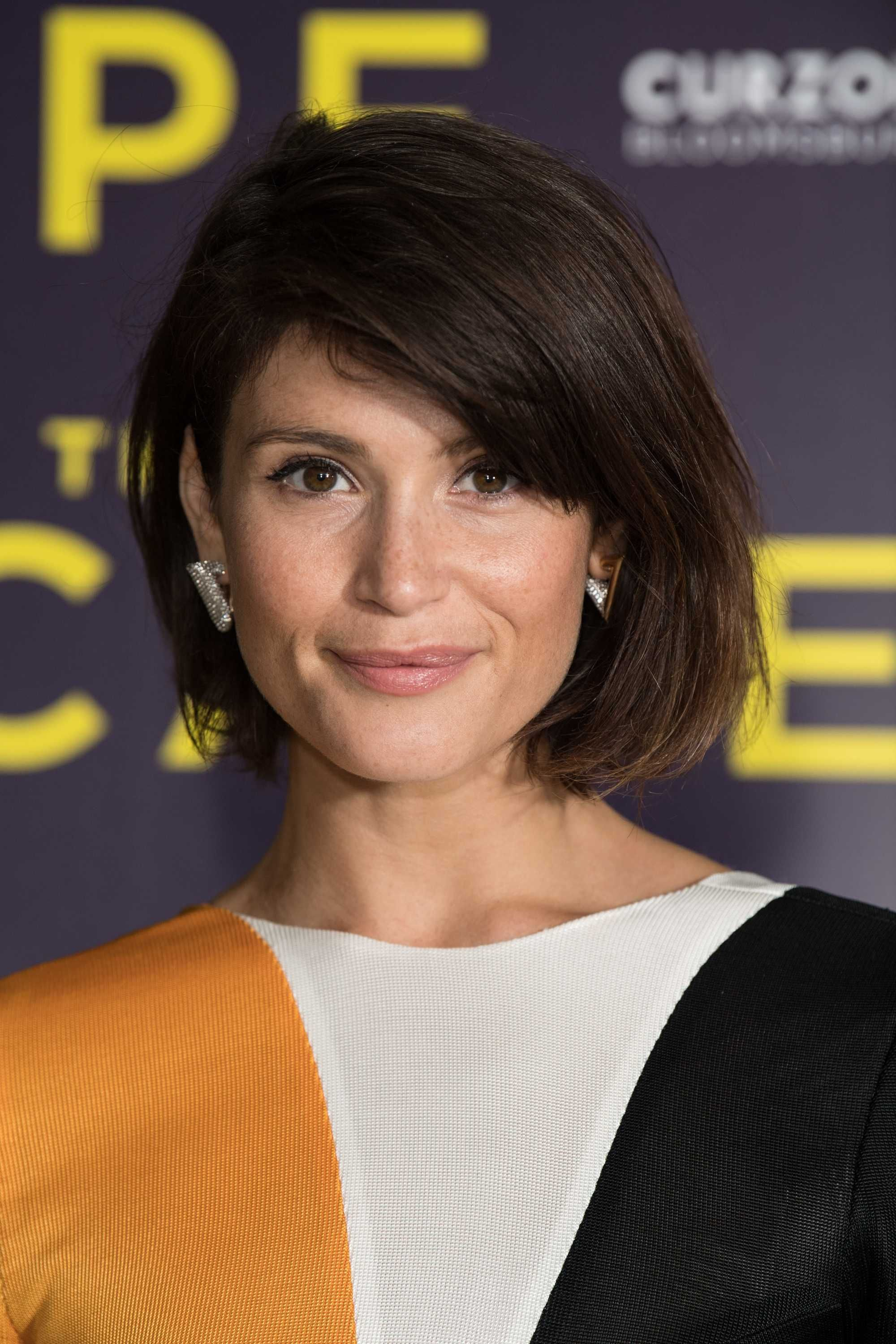 Bob Hairstyles For Fine Hair Gemma Arterton On The Red Carpet With Dark Brown Side Swept Grad Bob Hairstyles Bob Hairstyles For Fine Hair Short Bob Hairstyles