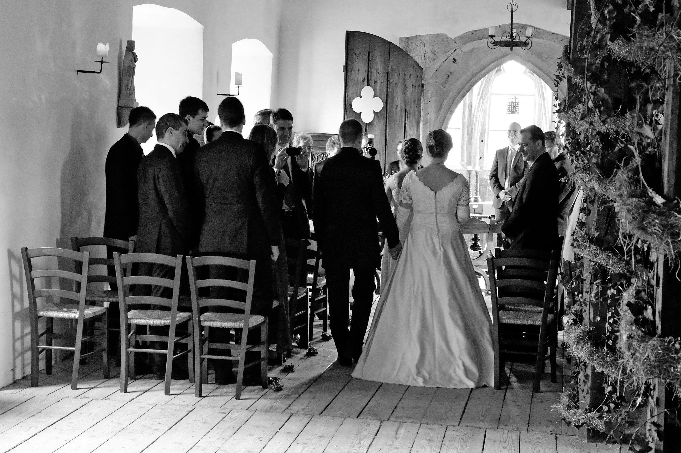 Das Brautpaar Auf Dem Weg Zur Standesbeamtin Dj Brautpaar Hochzeit