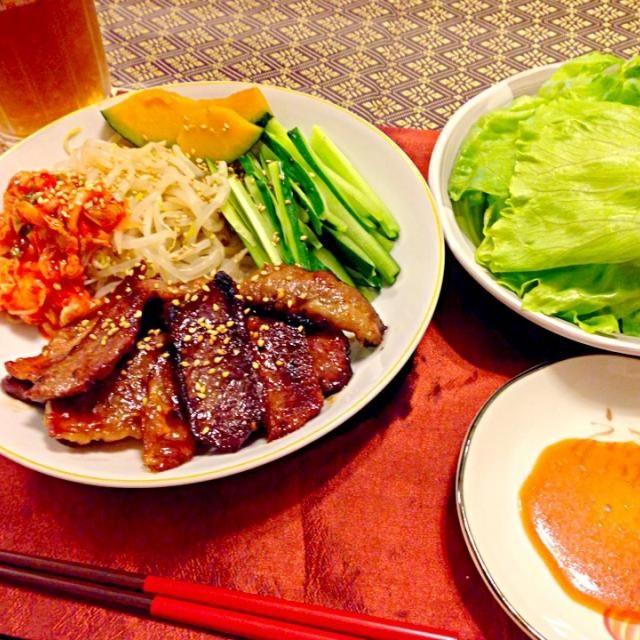 頂いた和牛を焼肉で(*^^*)レタスのまきまきセットで晩ご飯にしました〜*\(^o^)/*お野菜も一緒にマキマキしました! 土曜日晩ご飯です(^ν^) - 105件のもぐもぐ - 焼肉のレタス巻きとたっぷりお野菜で土曜日晩ご飯(^ν^) by SONOME13