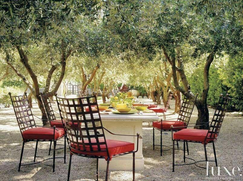 Beautiful outdoors set.