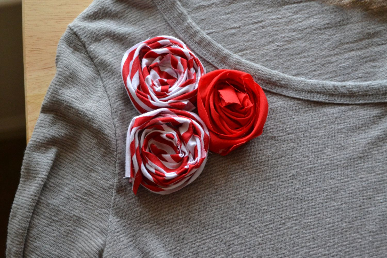Add your own fabric flowers to an old tshirt ium game for that