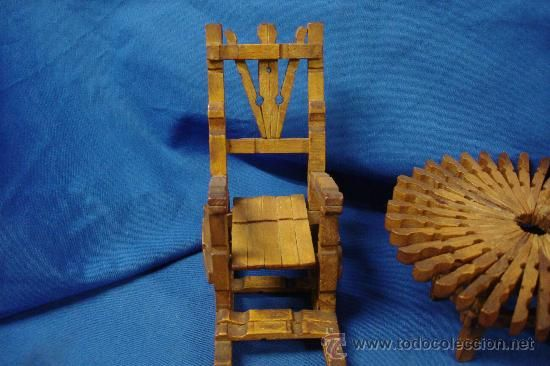 Mecedoras y mesa hechas con pinzas de madera trabajo - Trabajos manuales de madera ...