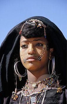 Africa | Girl of Peul tribe also called Wodaabe Fulani or Bororo, dressed for Geerewol Festival. Menaka near Gao. Mali | © Frans Lemmens.
