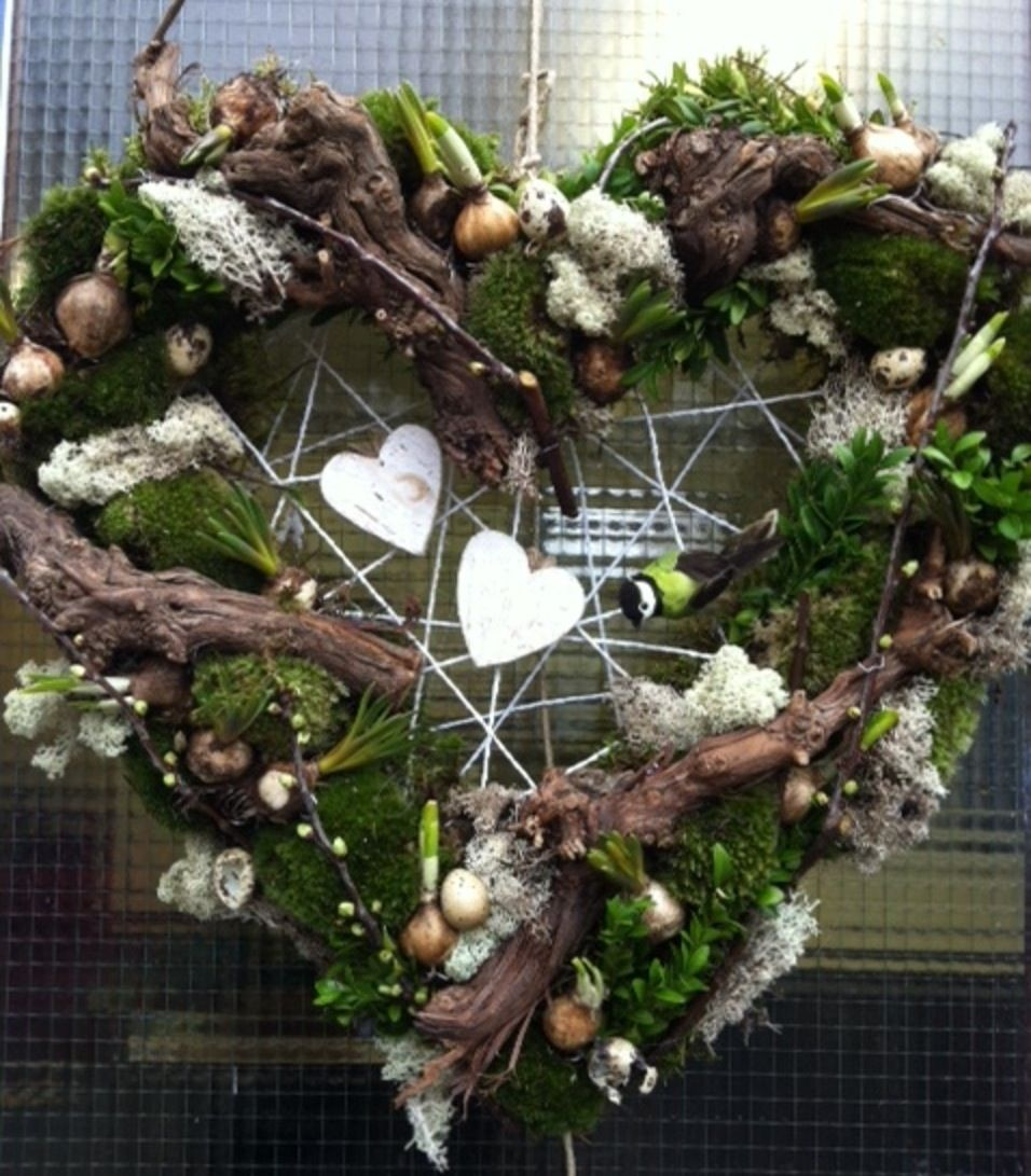 kersthart 2 -- heart shaped christmas wreath with white hearts and, Wohnzimmer dekoo
