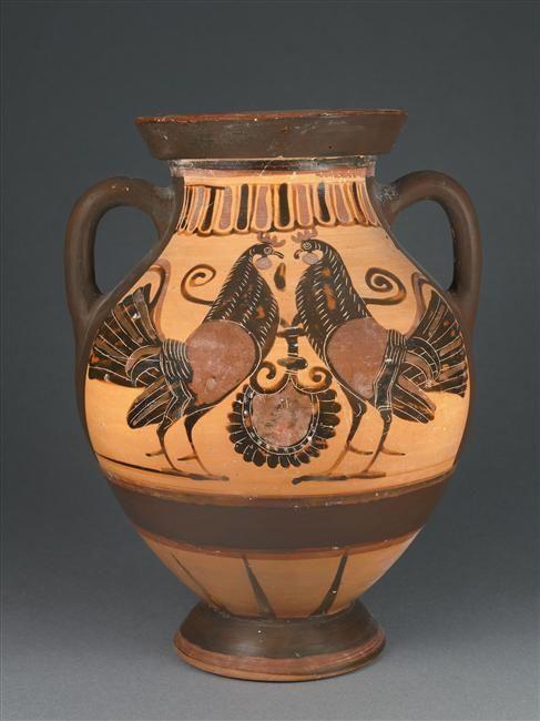Manière de Lydos   Amphore à figures noires  Vers 560 - 550 avant J.-C.  Athènes H. : 32 cm. ; D. : 24 cm.  Face A : Sphinx affrontés. Face B : Coqs affrontés.