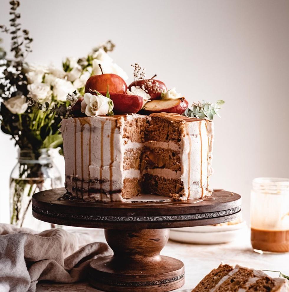 Vegan Apple Spice Cake Recipe With Cinnamon Caramel Frosting In 2020 Apple Spice Cake Recipe Cinnamon Recipes Spice Cake