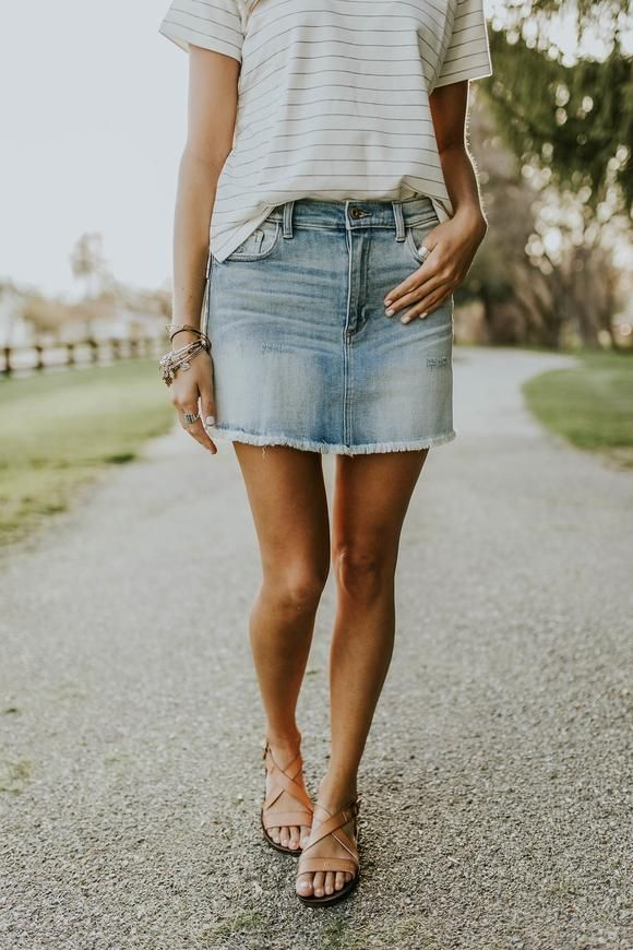 Pin di Alicia Bryan su >step into spring< | Denim skirt