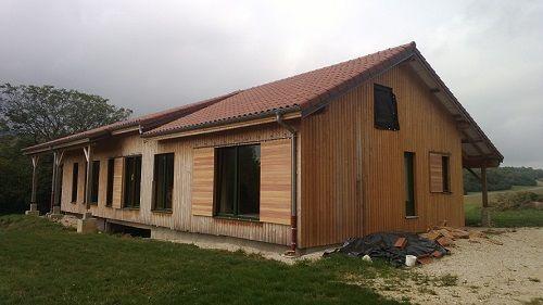 Maison passive en ossature bois et remplissage paille à proximité de Saint-Amour (france)