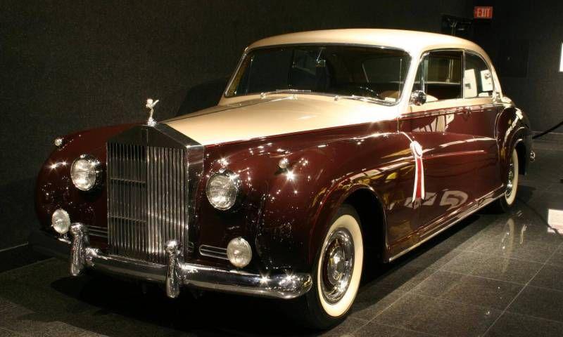 Rolls Royce Silver Cloud I Dig The Two Tone Paint On Old Rollers Vintage Rolls Royce Rolls Royce Classic Rolls Royce