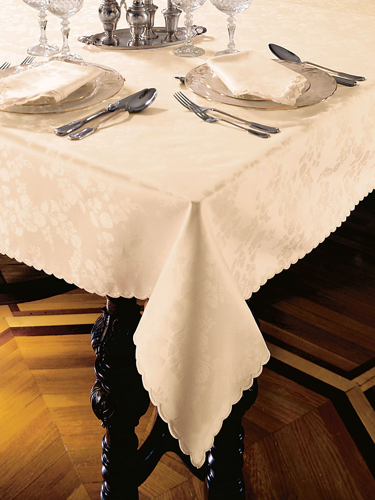 Piazza Fine Table Linens Schweitzer Linen Table Linens Damask Tablecloth Luxury Table
