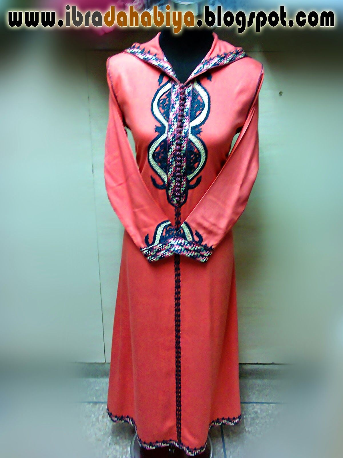 36جلابة باللون الوردي الفاتح بالضفيرة و الطرز تحفة Fashion Dresses High Neck Dress