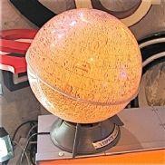 LA LUNE med LYS og angivelser f.eks: Mare Moscoviense Gl.fransk. Diameter 26 cm + fod. Kr.1.200