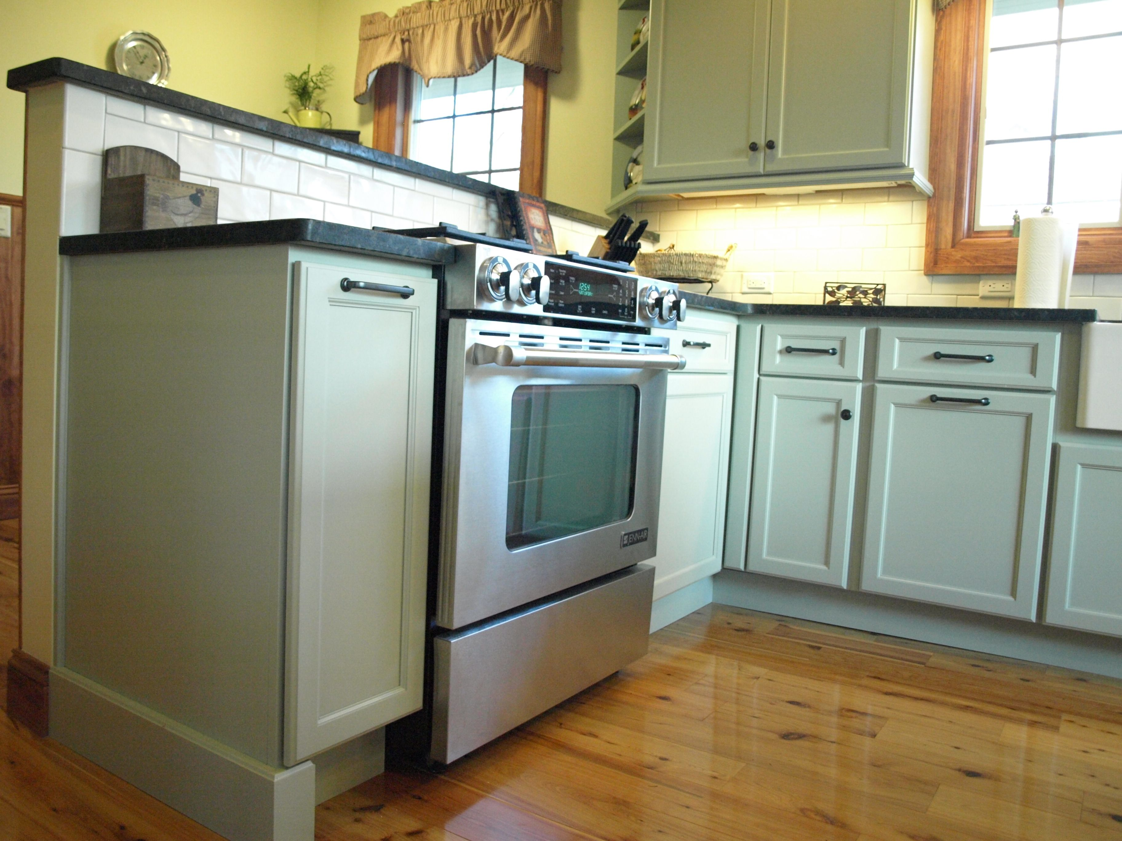 In South Orange New Jersey A Remodeled Kitchen Features Starmark Cabinetry In A Color That Matches A Benjamin Moore Kitchen Design Kitchen Remodel Cabinetry