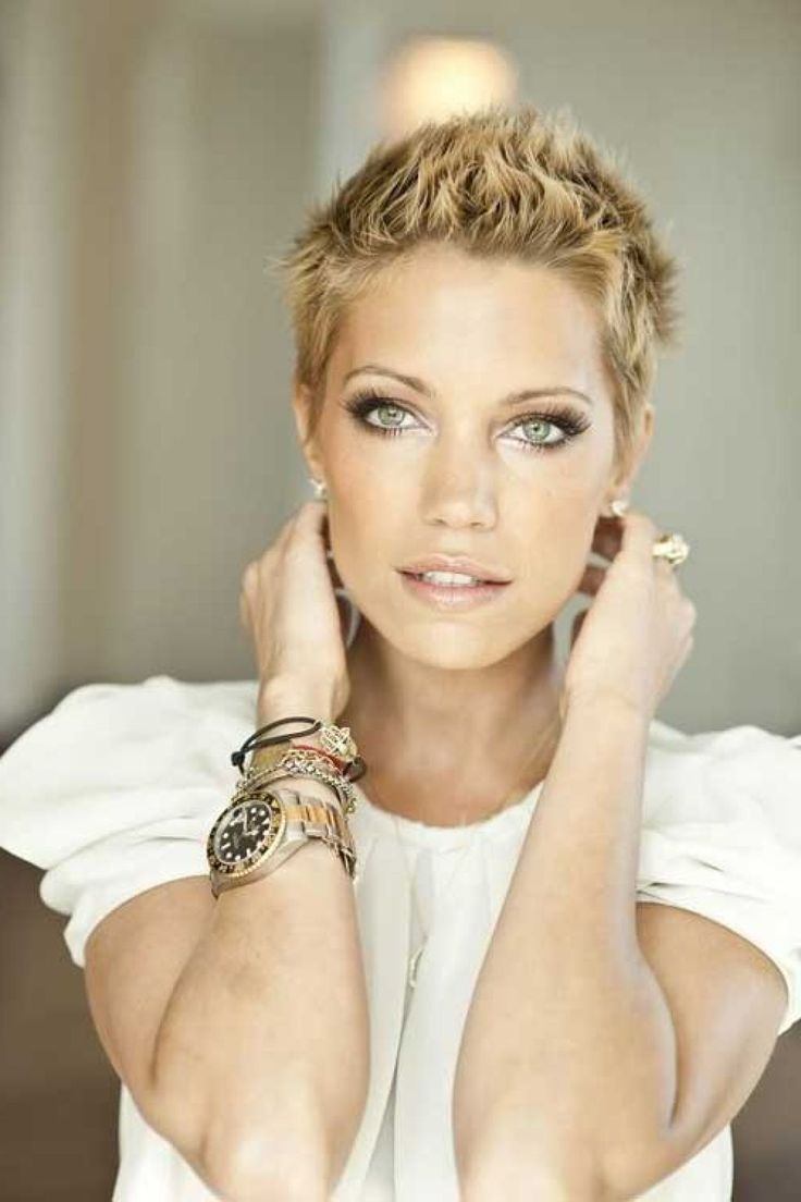 S Of Short Hairstyles Find A New Short Haircut Today - Looking for cool very short hairstyles for women find a full photo gallery for very short hairstyles to get inspired show your style today
