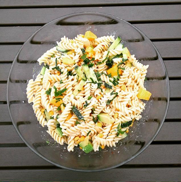 Zomerse pastasalade met mango & limoen
