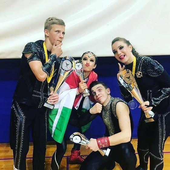 Die Rock 'n' Roll Akrobatik Juniorenpaare haben letzten