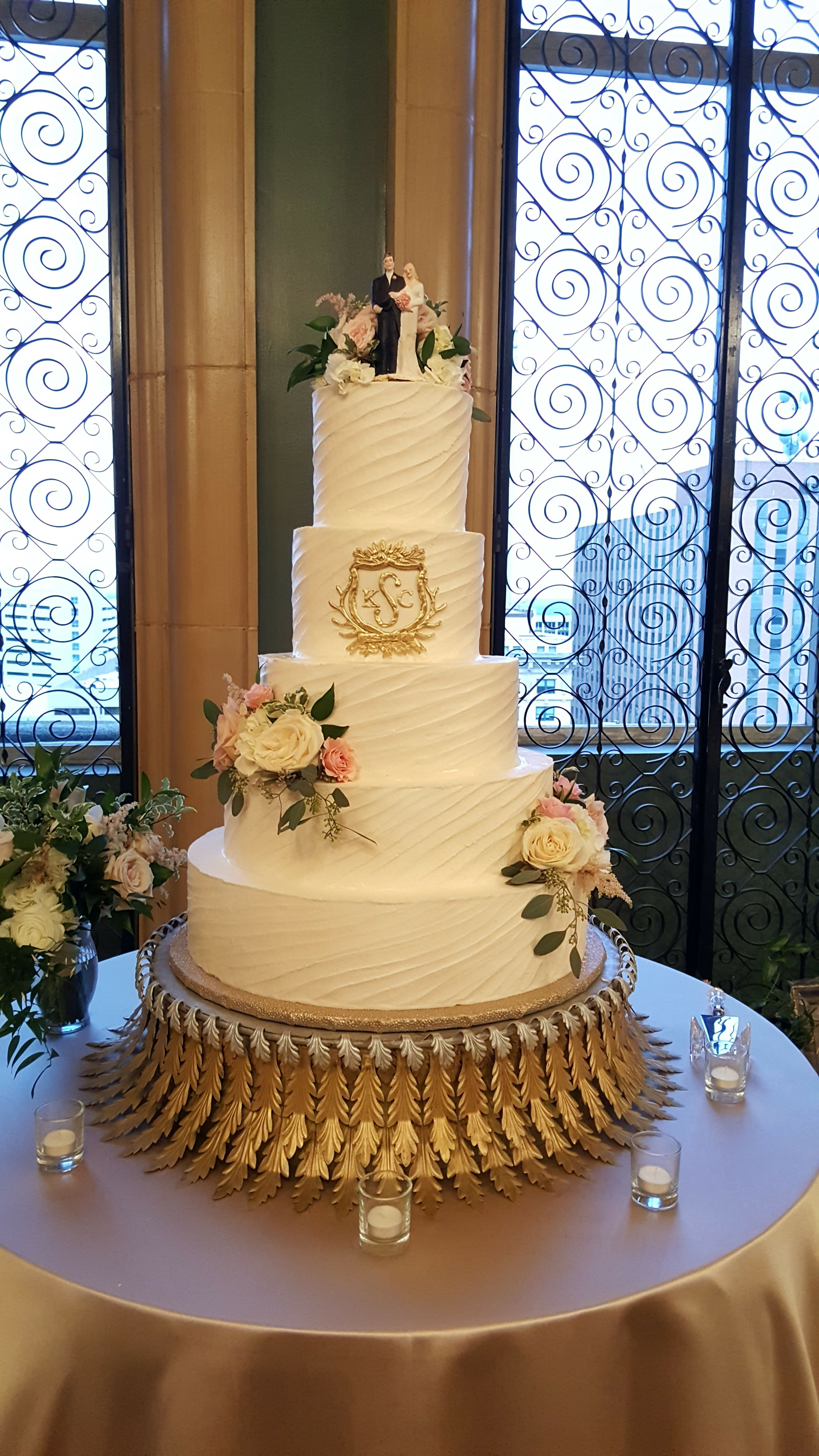Gorgeous Monogram Wedding Cake with fresh flowers by Creme de la ...