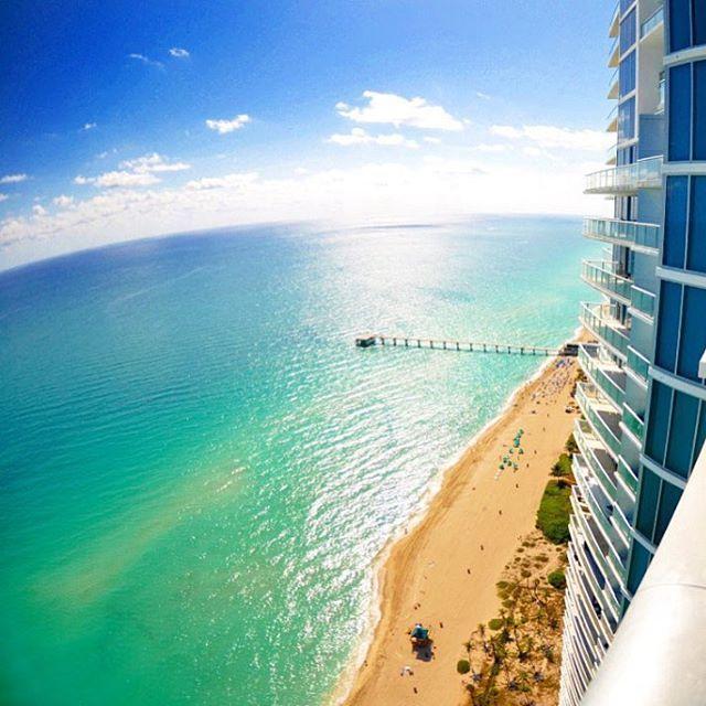 Como não amar esse lugar?  Picture by @miami_florida_305  #miami #sunnyisles #florida #sunshinestate #beach #ocean #saltlife #praia #mar #areia #água #lovemiami #endlesssummer #livewhereyouvacation #picoftheday #photooftheday #miamilife #miamiliving