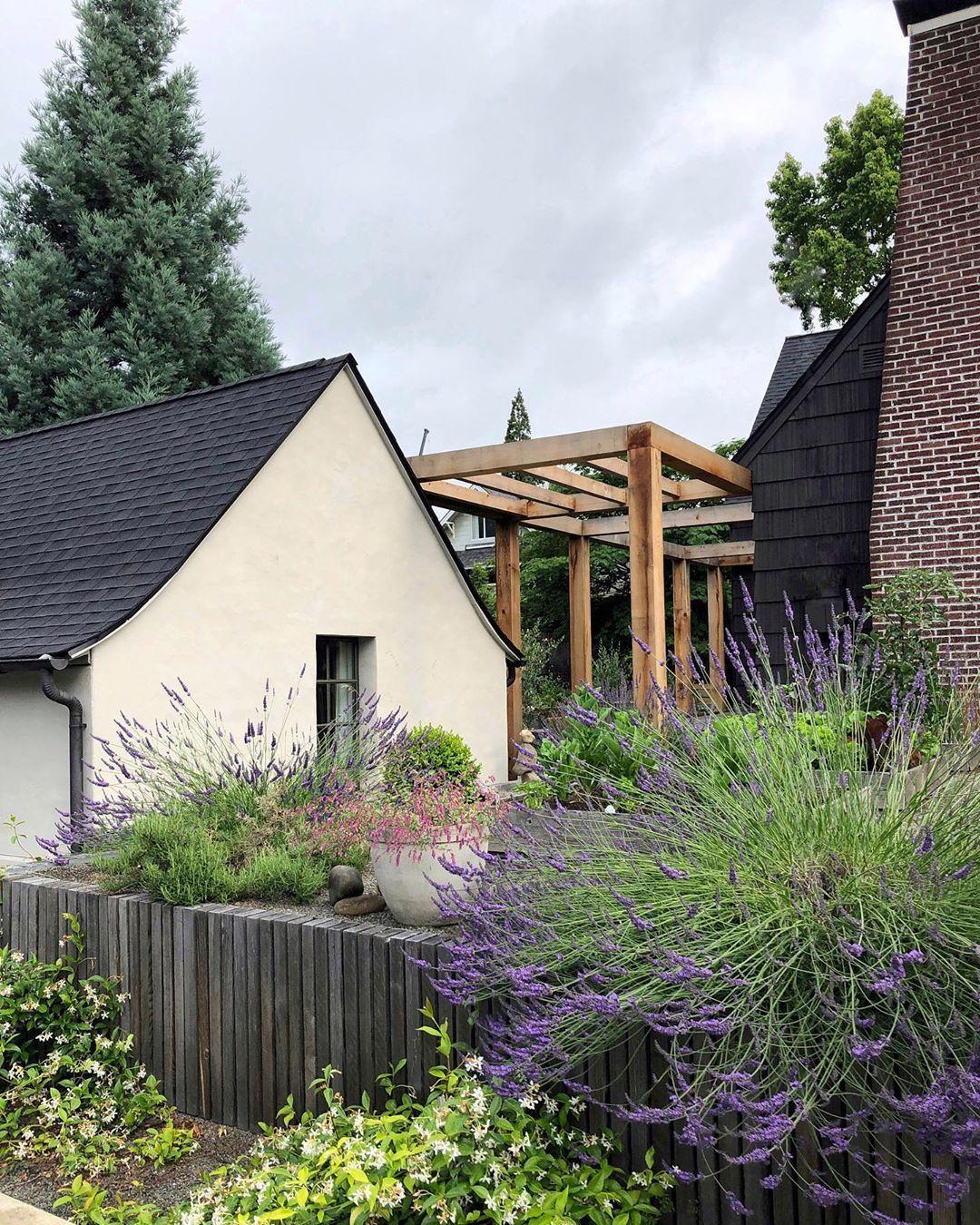 Kaemingk Design On Instagram Garden Is Exploding Thekaemingkhouse In 2020 Kaemingk House Design House Styles