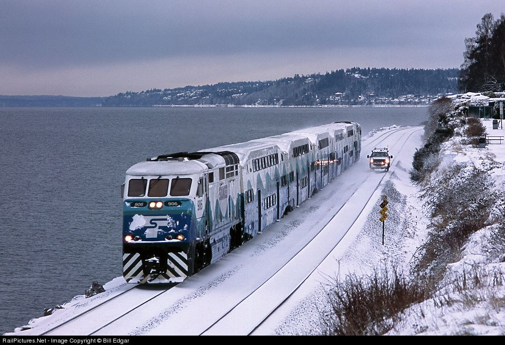 A Sound Transit Seahawks Football Special From Everett Wa Approaches Edmonds Station En Route To King Street S Commuter Train Train Tracks Burlington Northern