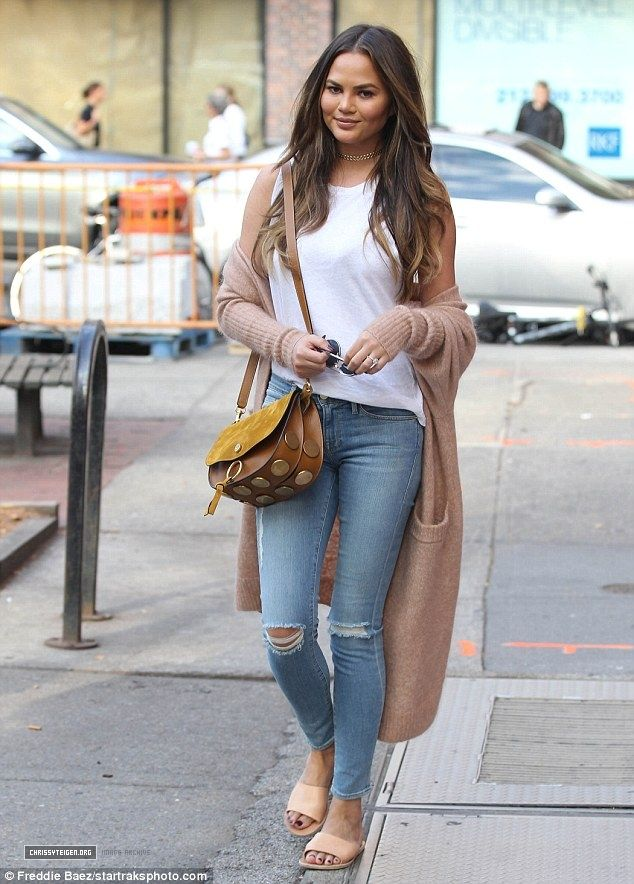 October 17, 2016 - Chrissy Teigen shopping in New York - 7~79 - Chrissy Teigen Archive - Part of ChrissyTeigen.org -   24 new york outfits ideas
