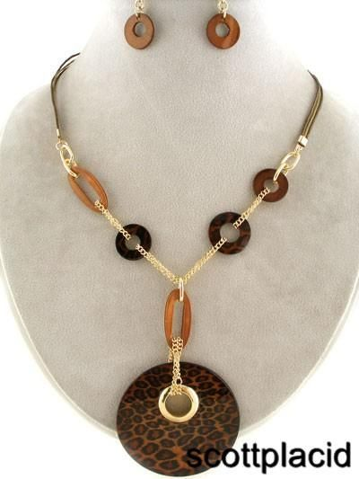 CHUNKY ANIMAL PRINT AND SHELL GOLD TONE METAL NECKLACE SET If You Need A Necklace Extender I Have Them For Sale In My Store