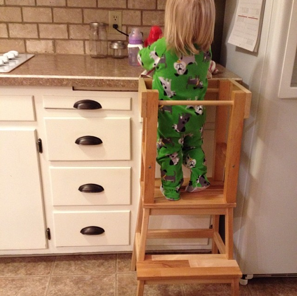 Diy ikea hack learning tower lilah will learn to cook for Ikea montessori hack