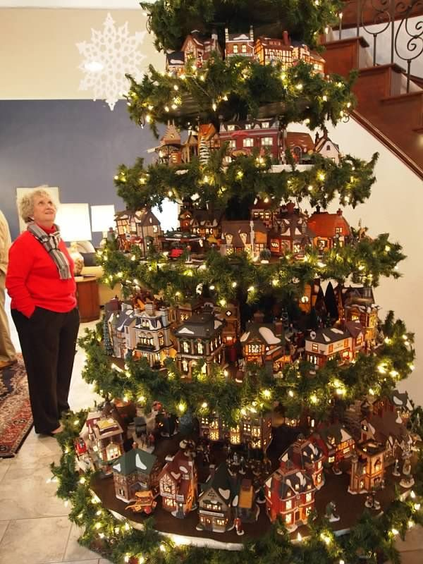 Great Idea For A Christmas Village Display Christmas Christmastree Christmasdecorations Christmas Tree Village Christmas Villages Christmas Village Display