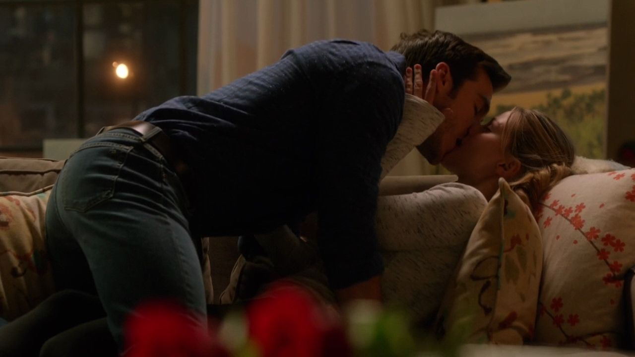 Supergirl 2x13 ending scene kara mon el kiss youtube supergirl 2x13 ending scene kara mon el kiss youtube ccuart Images