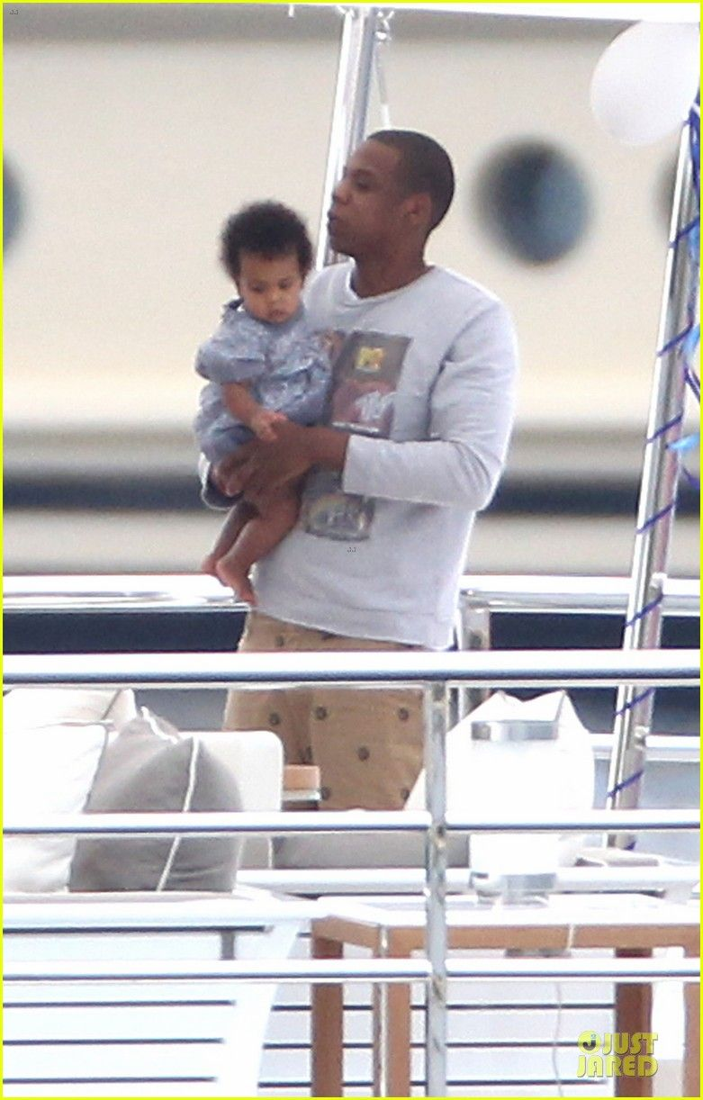 Beyonce & Jay Z: Yacht Vacation in France with Blue Ivy!