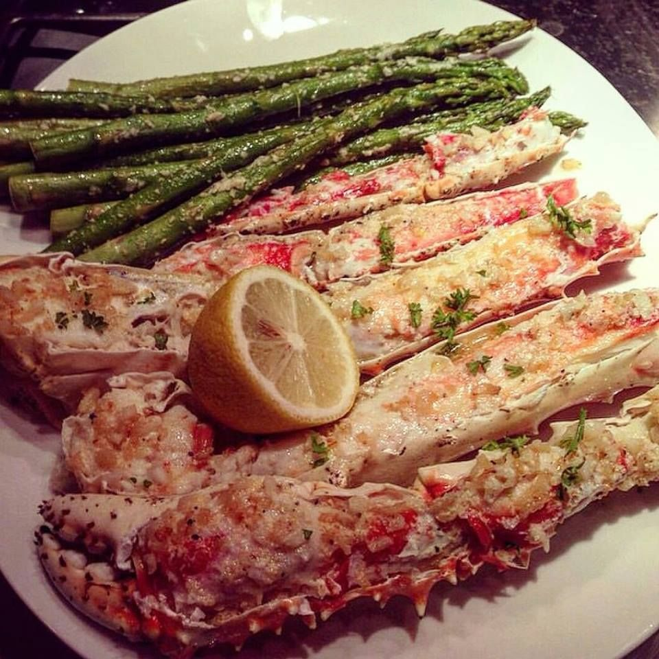 Sour Cream Butter Bake Parmesan Cheese King Crab Legs With Garlic Baked Asparagus Baked Crab Legs Seafood Dishes Baked Asparagus