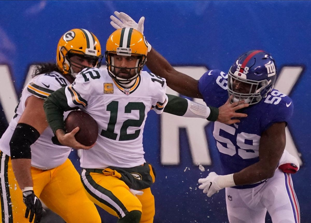 With Giants Defeat Aaron Rodgers Outdoes His Game Against The Raiders Aaron Rodgers Catch New York New York Giants