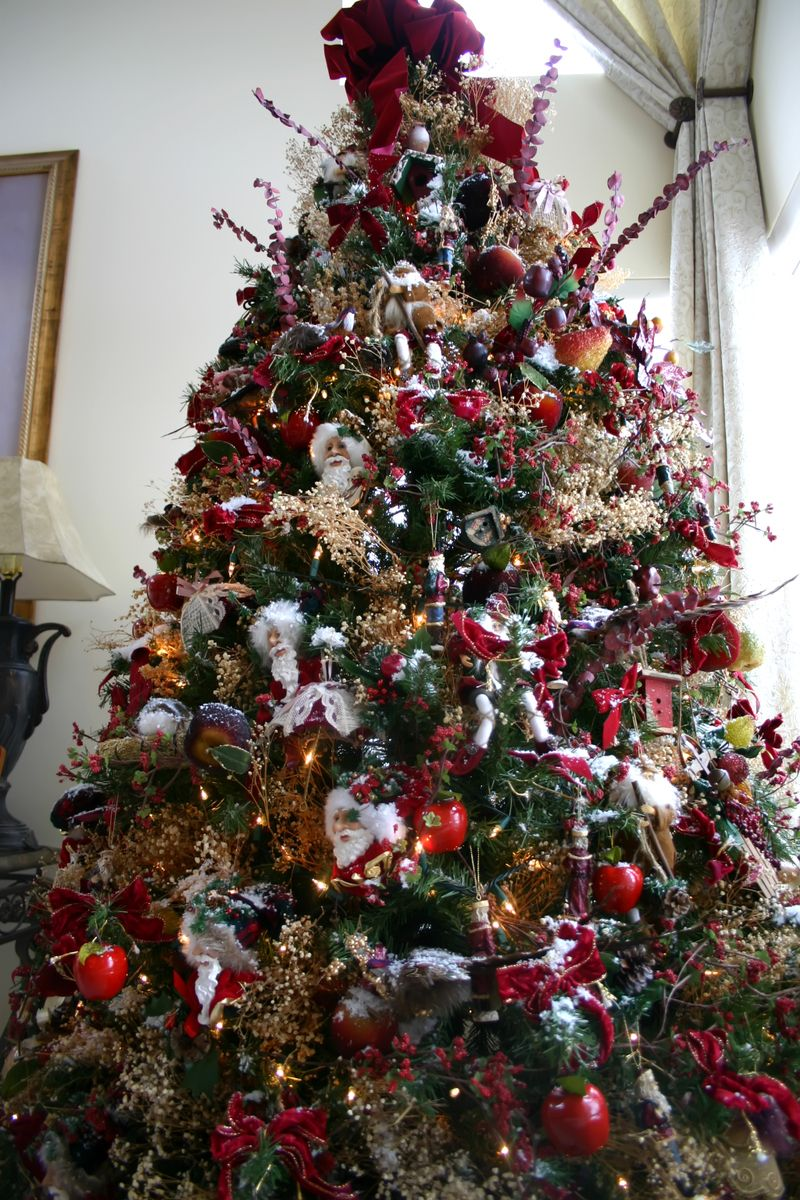 OldFashioned Christmas Tree Theme  creatures natural