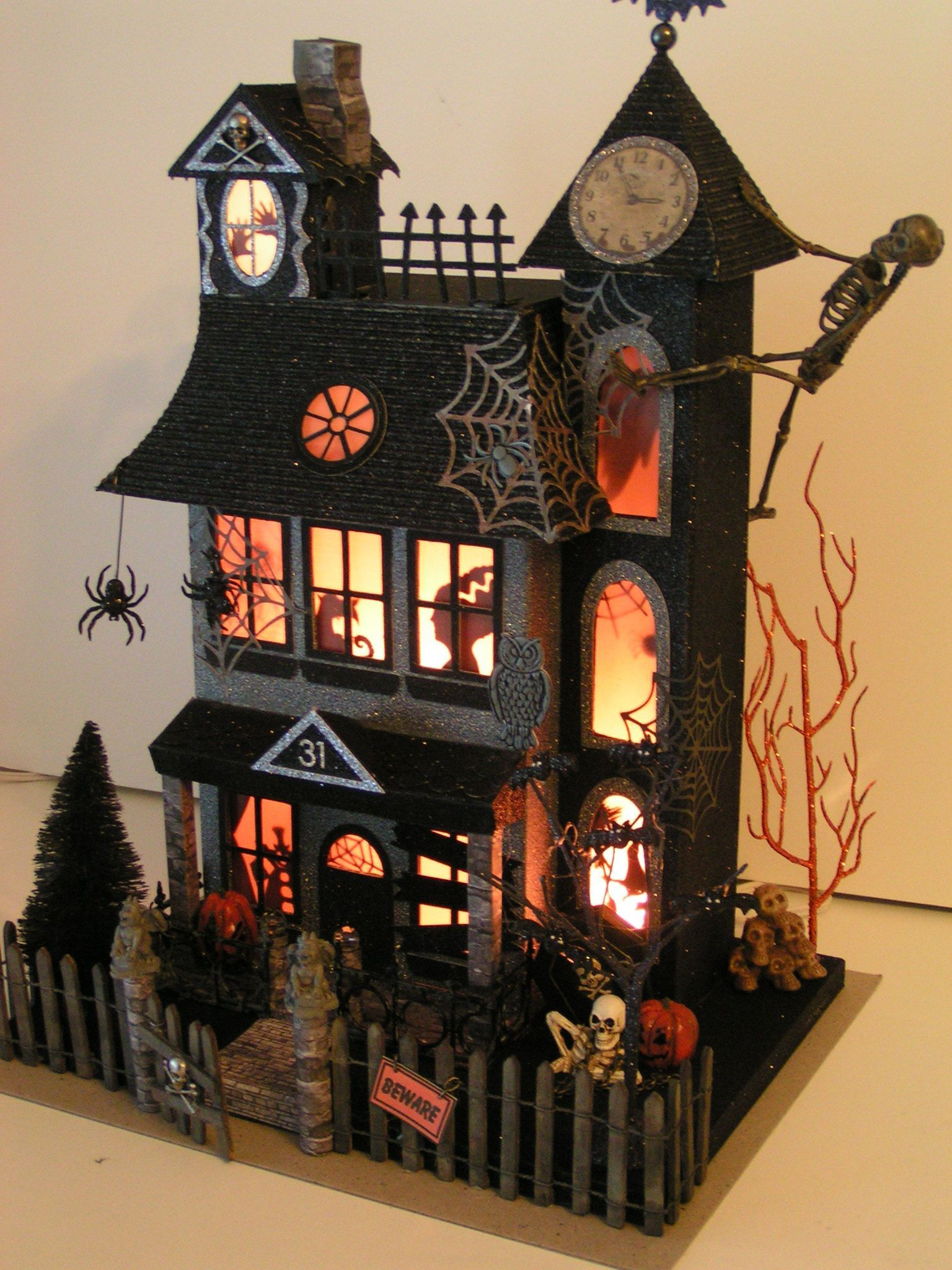 30 Cool Haunted House Crafts Perfect For Halloween Haunted House Craft Halloween Diorama Halloween Haunted Houses
