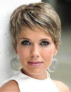 10 Frisuren Fransig Für Damen Hair Pinterest Short Hair Styles