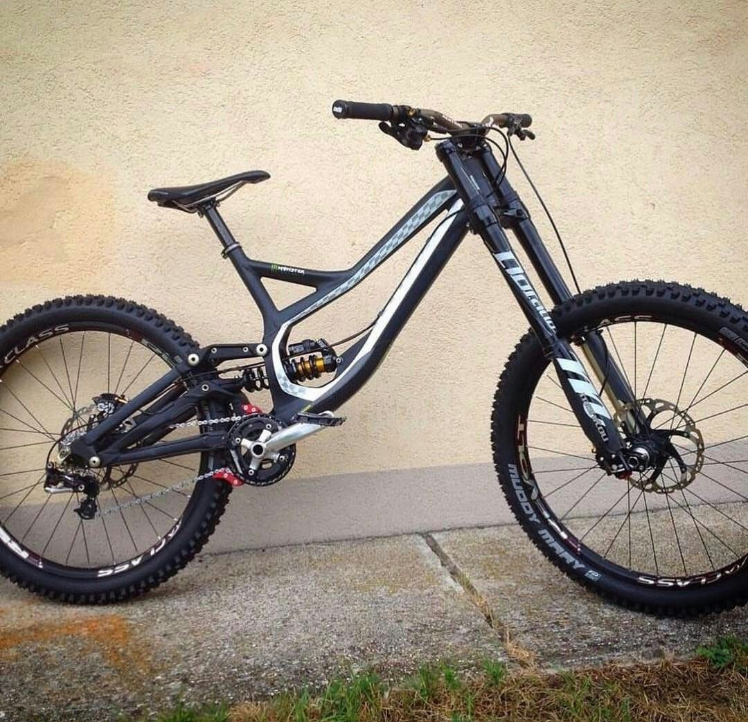Specialized demo 8 i lile this downhill bike