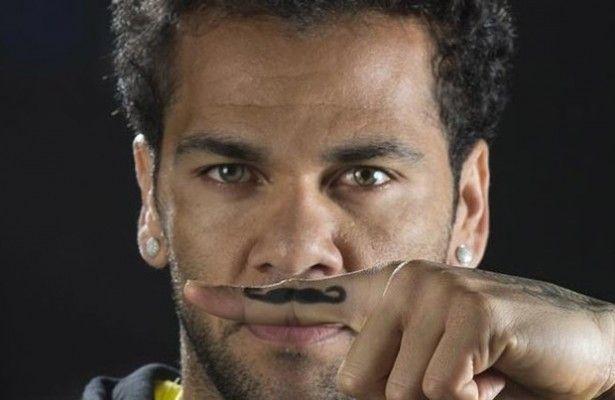 """Dani Alves, solidario: """"La prevención es clave"""" - Movember, la campaña que cada año pone en marcha Movember Foundation, anima a los hombres a dejarse crecer el bigote durante el mes de noviembre par..."""