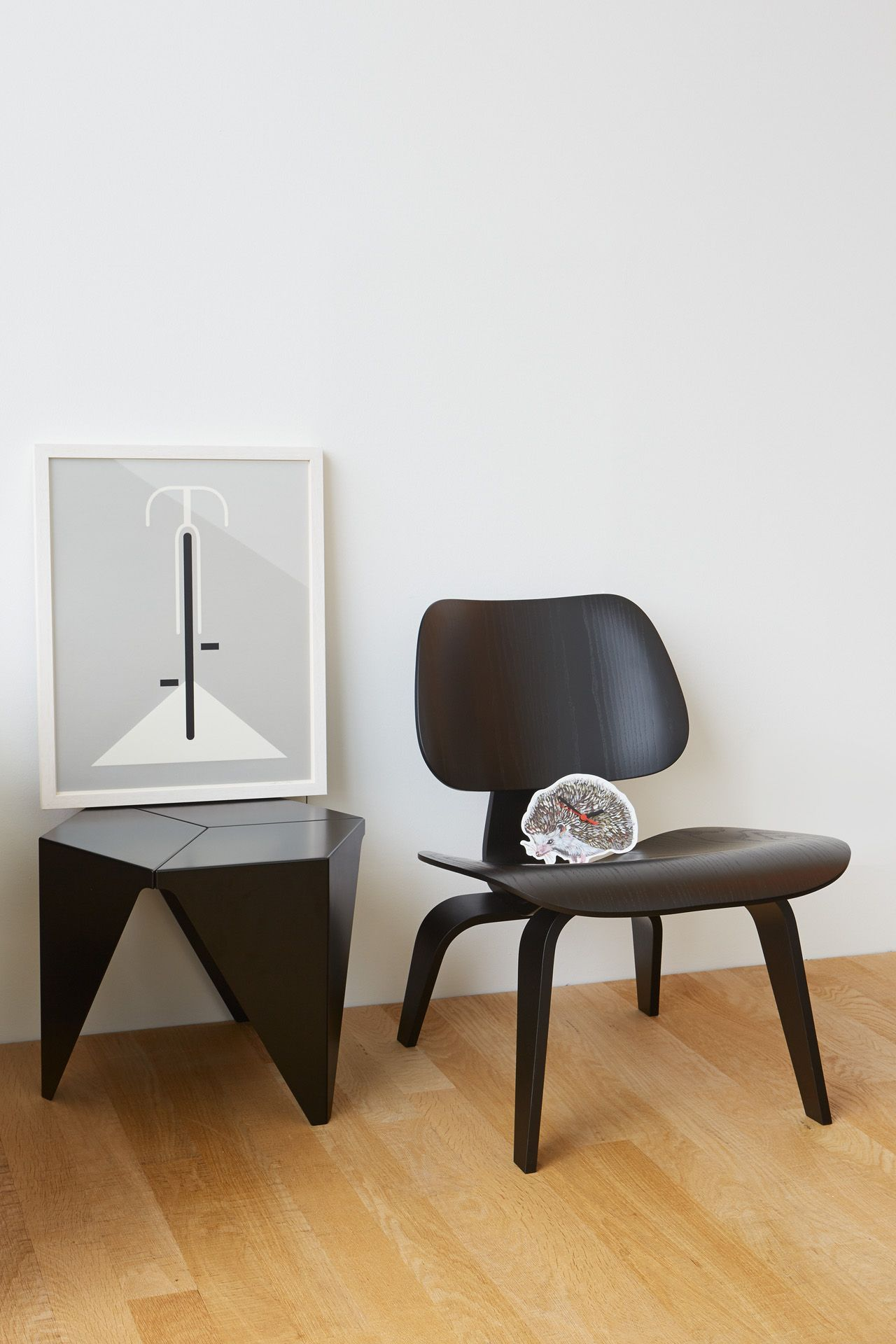 Eames plywood desk chair - Lcw Plywood Chair By Eames Prismatic Table By Isamu Noguchi