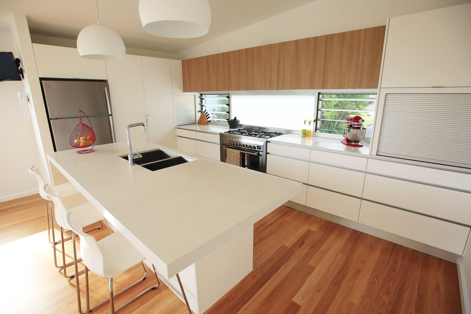 Blackbutt timber flooring and sharp simplistic lines. Perfect ...