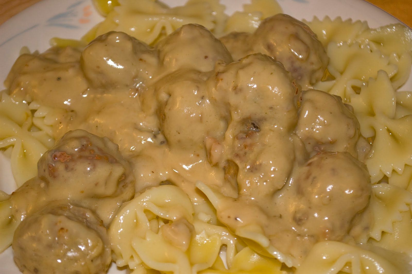 Designz By Dede Recipe Thursday Creamy Meatballs Meatball Recipes Easy Tasty Meatballs Easy Swedish Meatball Recipe