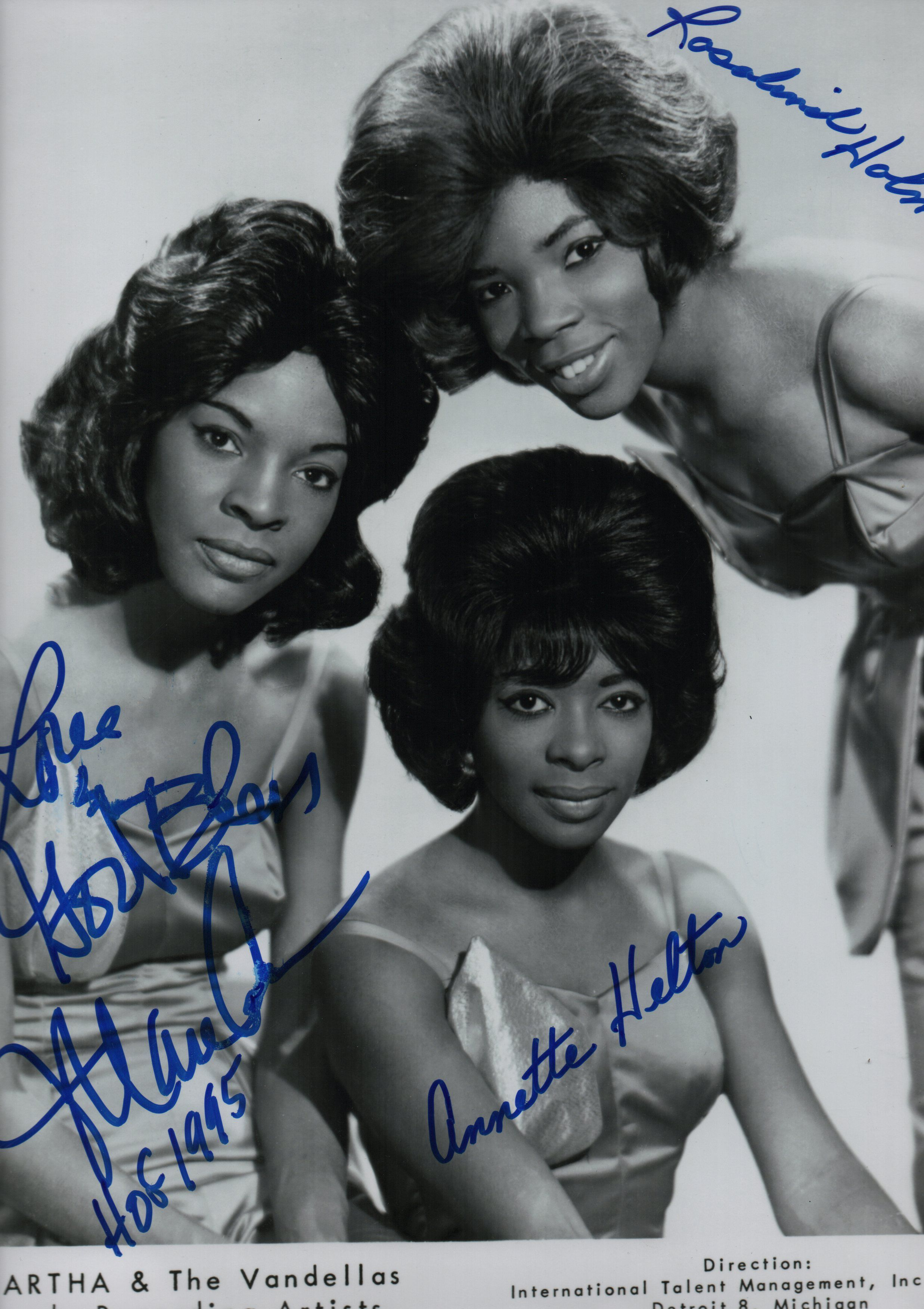 REEVES MARTHA & THE VANDELLAS Signed photograph by all